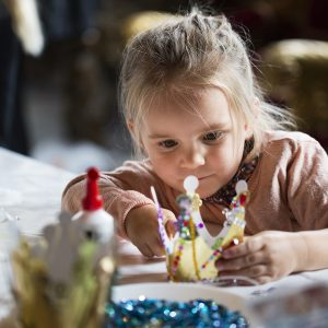 Tag med på vores vinterferieaktivitet for børn og deres familier. Her kan I gå i fodsporet på den farverige Christian 4. på hans yndlingsslot.